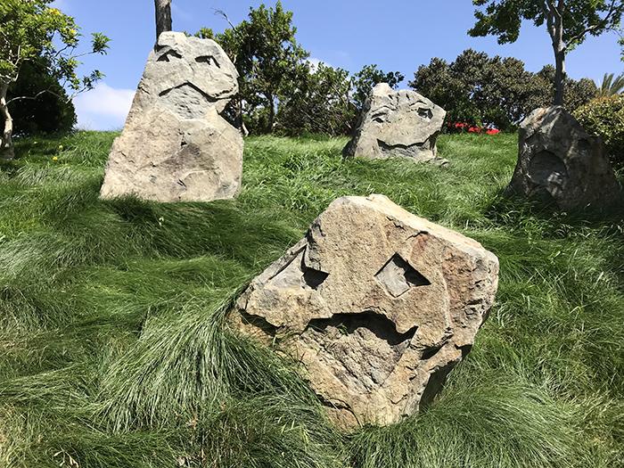 レゴランド・カリフォルニア 顔の形をした石