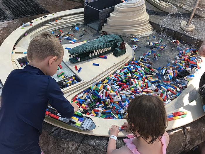 レゴランド・カリフォルニア ウォーターパーク レゴで船を作る