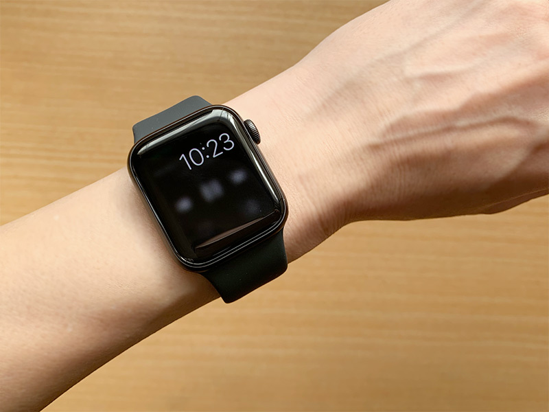 Apple Watch Series 5 アプリ起動中に時間が表示される