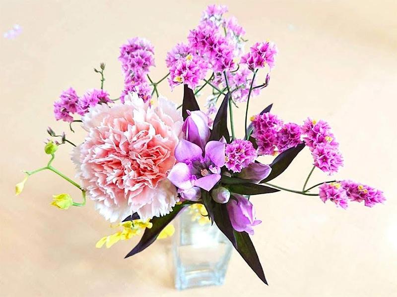 BloomeeLIFE(ブルーミーライフ)では毎回違うお花が届く